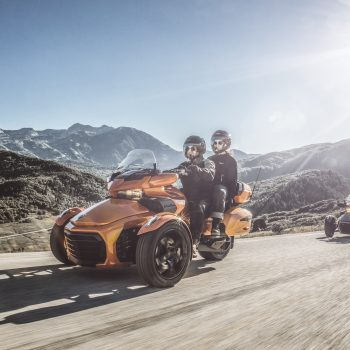 Can_Am_Spyder_F3_Limited_Road