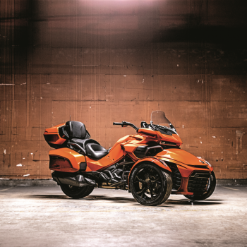 Can_Am_Spyder_F3_Limited_Spotlight
